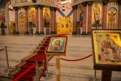 Ícones na frente do altar Fotos de Stock Royalty Free
