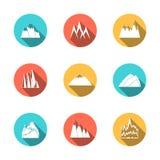 Ícones nevado das montanhas ajustados Imagens de Stock