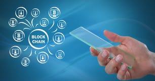 Ícones rede e mão da corrente de bloco que guardam a tabuleta de vidro Fotografia de Stock Royalty Free
