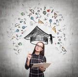 Ícones sérios da menina e da educação no concreto Imagem de Stock