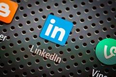 Ícones sociais dos meios na tela esperta do telefone Imagens de Stock