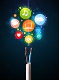 Ícones sociais dos meios que saem do cabo elétrico Fotografia de Stock