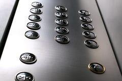 Ícones táteis do dígito para o cego Bot?es do elevador Close-up do foco seletivo fotos de stock
