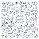 Ícones tirados dos meios mão social ajustados Ilustrações do vetor da garatuja do computador e da rede Imagens de Stock Royalty Free