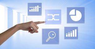 Ícones tocantes da estatística da carta de negócio da mão Fotografia de Stock