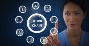Ícones tocantes do gráfico do blockchain da mulher de negócios Imagem de Stock