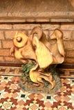 Ídolo antiguo de los pescados en el palacio de Bangalore foto de archivo