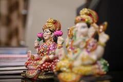 Ídolo de Lakshmi de Lord Ganesha y de la diosa imagenes de archivo