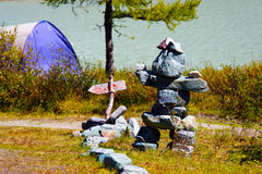 Ídolo de pedra na costa do lago AK-Kem Fotos de Stock Royalty Free