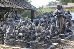 Ídolo que faz a fábrica, Mahabalipuram, Índia Imagens de Stock