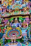 Ídolos coloridos no Gopuram, templo de Sarangapani, Kumbakonam, Tamil Nadu, Índia Fotografia de Stock Royalty Free