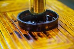 Ímã fluido do eletroímã líquido da experiência magnético fotografia de stock