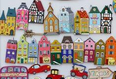 Ímãs coloridos das casas Fotos de Stock