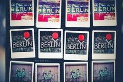 Ímãs do refrigerador com texto de Berlim fotografia de stock