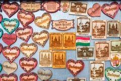 Ímãs turísticos da lembrança para a venda em Budapest, Hungria Fotos de Stock
