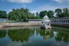 Índia de Kanchipuram do tanque de água do templo hindu Foto de Stock Royalty Free
