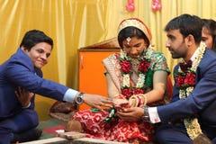 Índia do casamento da ligação de Speritual Fotos de Stock