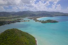 Índias Ocidentais, as Caraíbas, Antígua, vista sobre o porto de cinco ilhas Imagens de Stock Royalty Free