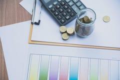 Índices financieros comunes con la moneda y la calculadora de la pila Financia Imagen de archivo