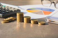 Índices financieros comunes con la moneda y la calculadora de la pila Financia Imagenes de archivo