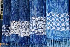 Índigo tingido lenço scarves do azul de índigo para a venda Foto de Stock