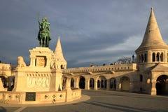 Άγαλμα Αγίου Stephen Ι της Ουγγαρίας στον προμαχώνα των ψαράδων στοκ εικόνες