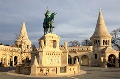 Άγαλμα Αγίου Stephen Ι της Ουγγαρίας στον προμαχώνα των ψαράδων στοκ φωτογραφία