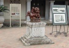 Άγαλμα δαιμόνων, 4ο προαύλιο, ναός της λογοτεχνίας, Ανόι Βιετνάμ στοκ εικόνα