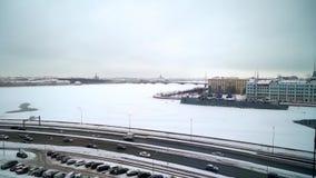ΆΓΙΟΣ-ΠΕΤΡΟΥΠΟΛΗ, ΡΩΣΙΑ - 2 ΦΕΒΡΟΥΑΡΊΟΥ 2019: Κεραία άποψης πόλεων Άγιος-Πετρούπολη στο χειμώνα απόθεμα βίντεο