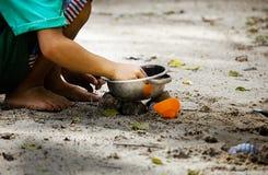 άμμος παιχνιδιού παιδιών στο πάρκο στοκ φωτογραφία με δικαίωμα ελεύθερης χρήσης