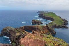 Άποψη απότομων βράχων σχετικά με τη Ανατολική Ακτή του νησιού της Μαδέρας Σάο ponta de lourenco Πορτογαλία στοκ φωτογραφία