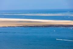 Άποψη από τον αμμόλοφο Pilat, ο πιό ψηλός αμμόλοφος άμμου στην Ευρώπη Λα teste-de-Buch, κόλπος του Αρκασόν, Aquitaine, στοκ εικόνα με δικαίωμα ελεύθερης χρήσης