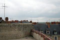 Άποψη από το πανοραμικό πεζούλι πέρα από τις στέγες στοκ φωτογραφία