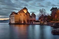 Άποψη βραδιού διάσημος Chateau de Chillon στη λίμνη Γενεύη μια από την Ελβετία στοκ εικόνες
