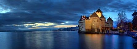 Άποψη βραδιού διάσημος Chateau de Chillon στη λίμνη Γενεύη μια από την Ελβετία στοκ φωτογραφίες