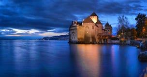 Άποψη βραδιού διάσημος Chateau de Chillon στη λίμνη Γενεύη μια από την Ελβετία στοκ εικόνα με δικαίωμα ελεύθερης χρήσης