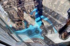 Άποψη στεγών σχετικά με το Ντουμπάι από το 154ο πάτωμα του Burj Khalifa στοκ εικόνα με δικαίωμα ελεύθερης χρήσης