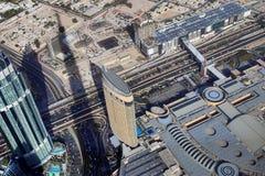 Άποψη στεγών σχετικά με το Ντουμπάι από το 154ο πάτωμα του Burj Khalifa στοκ φωτογραφίες