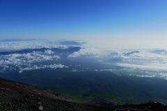 Άποψη στην κοιλάδα από την κορυφή του υποστηρίγματος Φούτζι, Ιαπωνία στοκ εικόνα