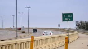 Άποψη της κυκλοφορίας στη γέφυρα κόλπων Biloxi απόθεμα βίντεο