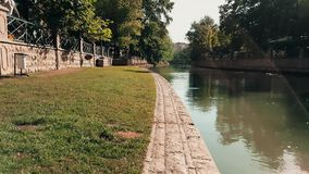 Άποψη της πράσινης χλόης κοντά στον ποταμό Porsuk, Εσκί Σεχίρ φιλμ μικρού μήκους