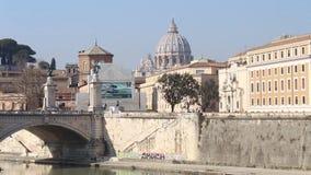 """Άποψη του θόλου του ST Peter από Castel Sant """"Angelo απόθεμα βίντεο"""