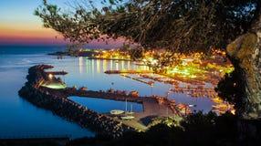 Άποψη πανοράματος του λιμανιού από τη βασιλική Σάντα Μαρία Di Leuca, μετά από το καλοκαίρι, ηλιοβασίλεμα στοκ φωτογραφίες