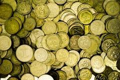 Ένας μεγάλος σωρός των ουκρανικών νομισμάτων 50 και 25 καπικιών στοκ εικόνα