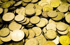 Ένας μεγάλος σωρός των ουκρανικών νομισμάτων 50 και 25 καπικιών στοκ φωτογραφίες με δικαίωμα ελεύθερης χρήσης