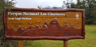 Ένα σημάδι τουριστών στη EL Chalten, Αργεντινή στοκ εικόνες