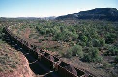Ένα τραίνο σιδηρομεταλλεύματος που βγαίνει από το δυτικό Αυστραλό στοκ φωτογραφία με δικαίωμα ελεύθερης χρήσης
