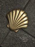 Ένα shell-σύμβολο του τρόπου του Σαντιάγο στην Ισπανία στοκ εικόνα με δικαίωμα ελεύθερης χρήσης