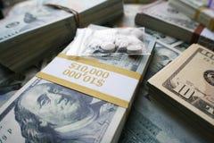 Έννοια έθνους χαπιών που παρουσιάζει στις οπιούχες ουσίες συνταγών μεγάλα κέρδη στοκ φωτογραφία με δικαίωμα ελεύθερης χρήσης