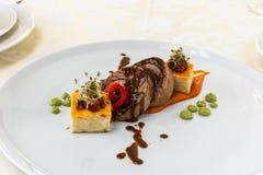Έξοχα τρόφιμα πιάτο Εστιατόριο menu κατάταξη Έξοχο πιάτο, δημιουργική έννοια γεύματος εστιατορίων, haute τρόφιμα ραπτικών στοκ φωτογραφία